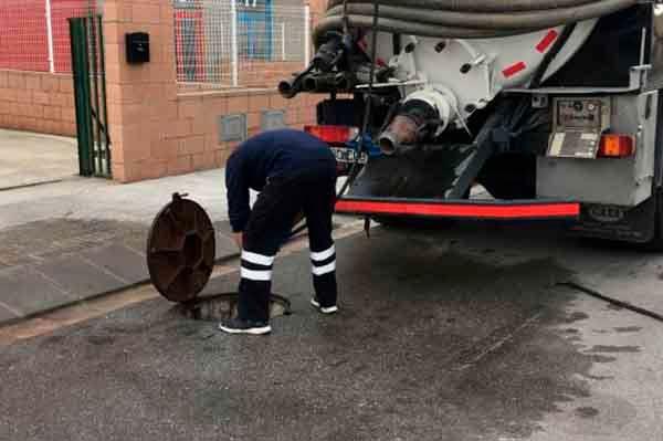 Detalle de limpiezas industriales de exterior: el corte inglés